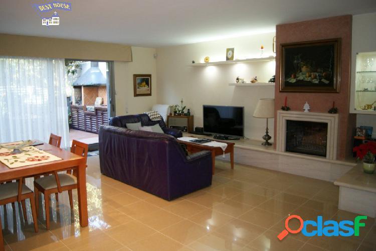 Preciosa casa de 240 m2, 3 hab, 3 baños, parking grande,