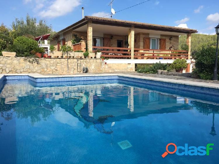 Preciosa casa independiente con piscina privada, jardín,