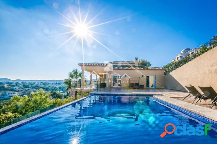 Preciosa villa con excelentes vistas al mar desde todas las