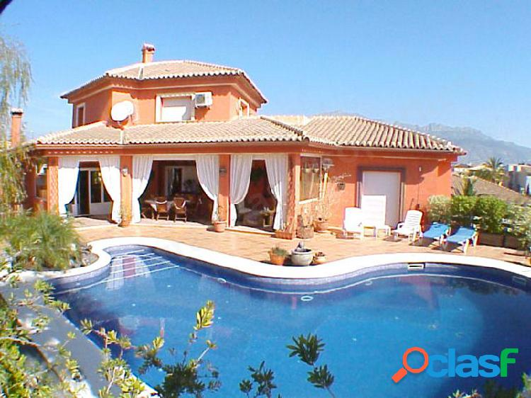 Preciosa villa de estilo mediterráneo en La Nucia