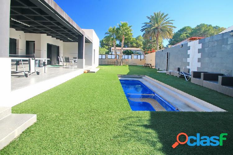 Preciosa villa de estilo moderno en Los Balcones