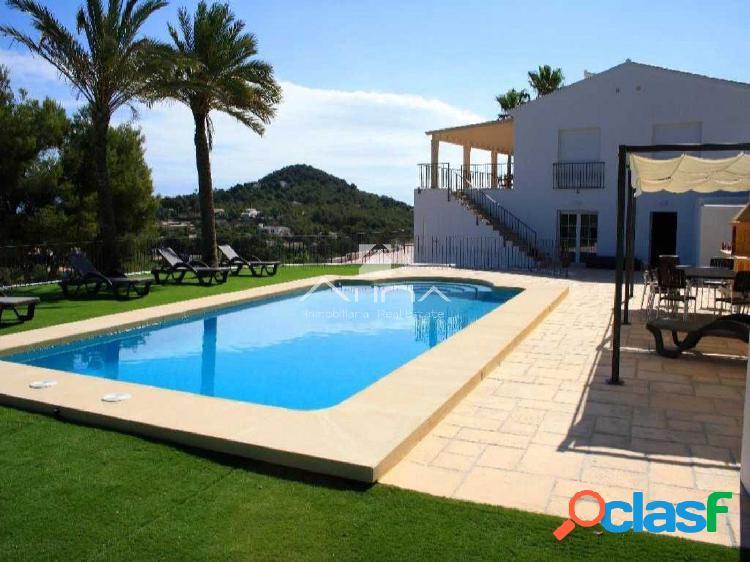 Preciosa villa de lujo reformada en la zona de Cap Martí,