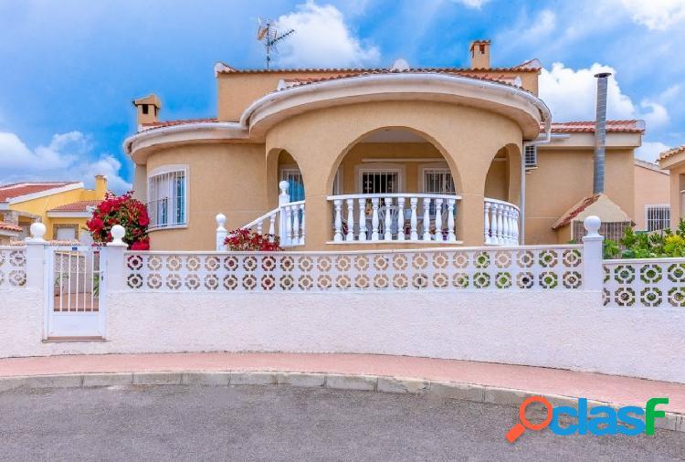 Preciosa villa independiente en Ciudad Quesada.