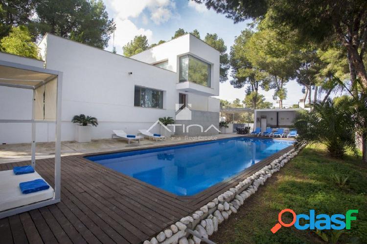 Preciosa villa moderna a la venta en Jávea / Xàbia