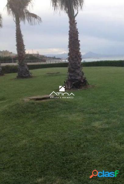 Precioso adosado en primera linea de playa en Las Marinas,