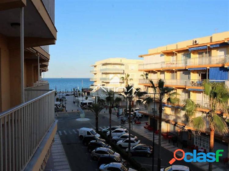 Precioso apartamento con vistas al mar en 2ª línea de la