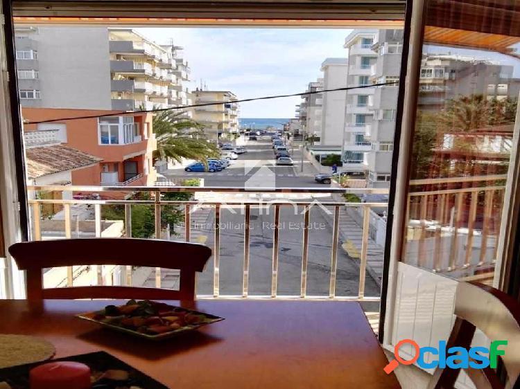 Precioso apartamento con vistas al mar en 4ª línea de la