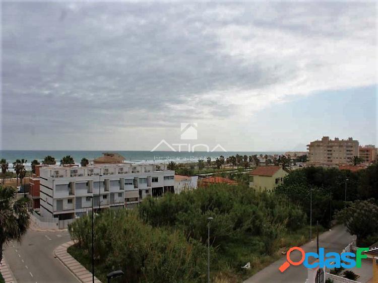 Precioso apartamento con vistas al mar situado en 2ª línea