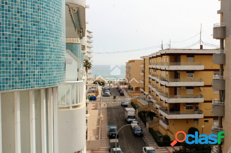 Precioso apartamento con vistas al mar situado en 4ª linea