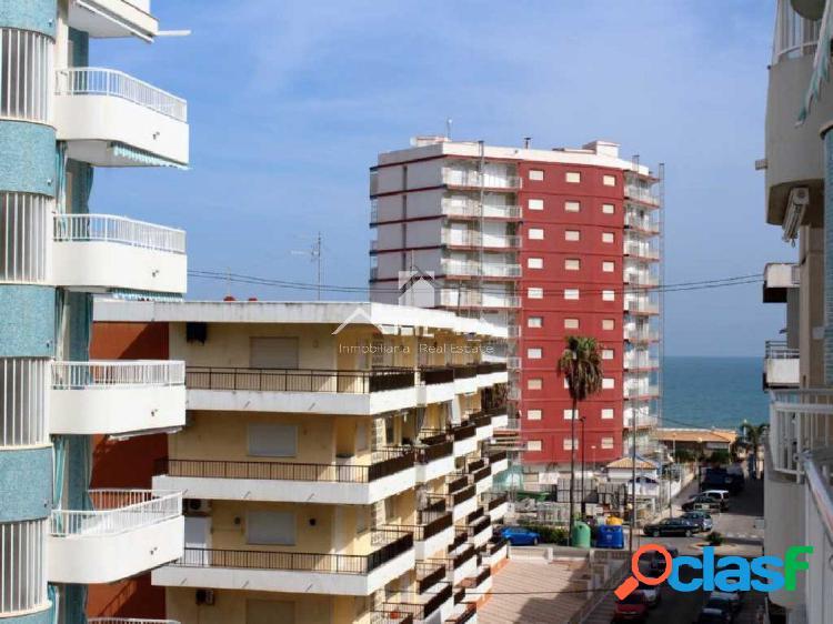 Precioso apartamento con vistas al mar situado en 4ª línea