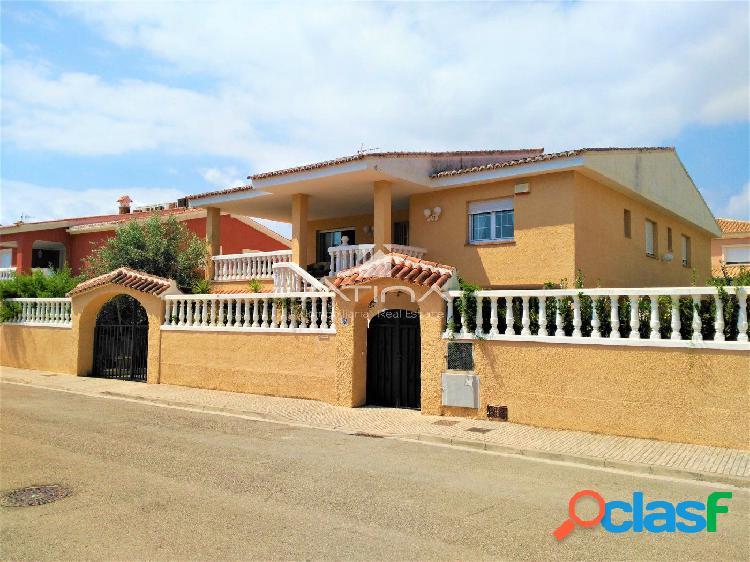 Precioso chalet con parcela de 500 m2 situado en Daimús en
