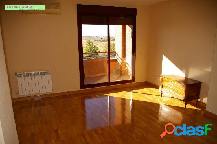 Ref. 00513 Se VENDE piso 3 hab + 2 Baños + trastero +