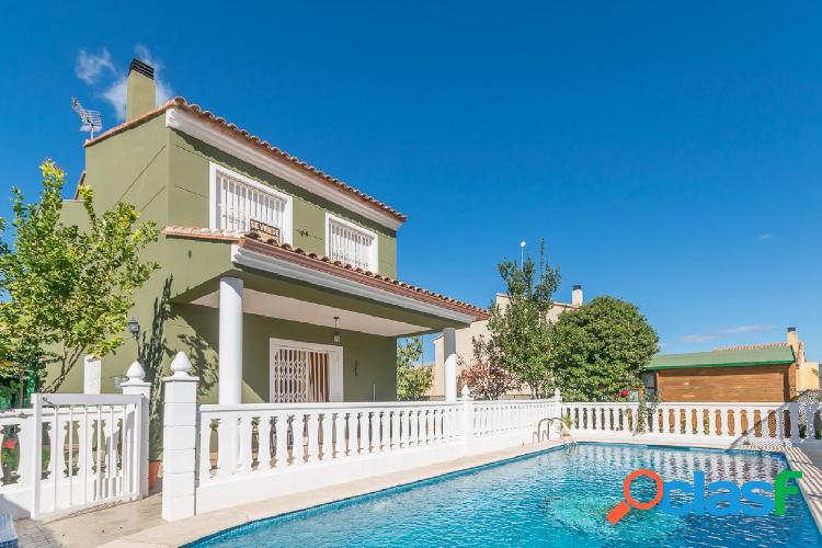 Ref. 03600 - VENTA EXCLUSIVA - Chalet con piscina en zona