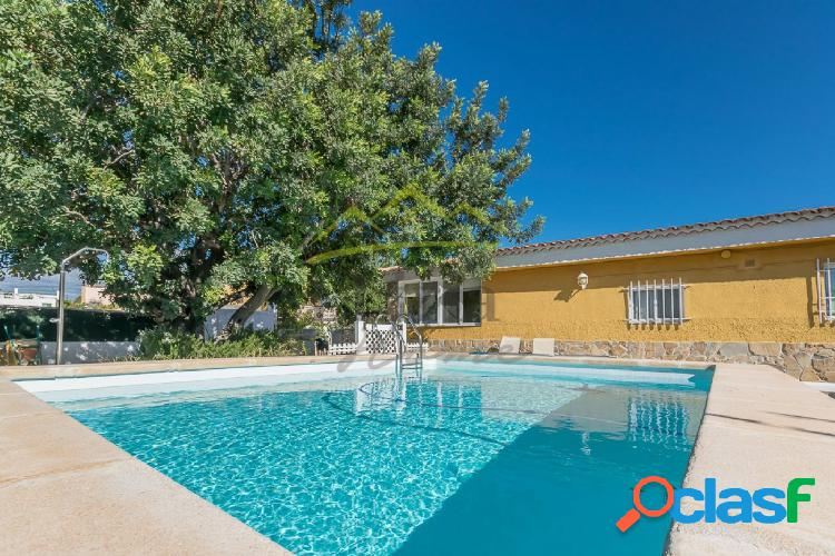 Ref. 03601 - Chalet con piscina en zona urbanizada de