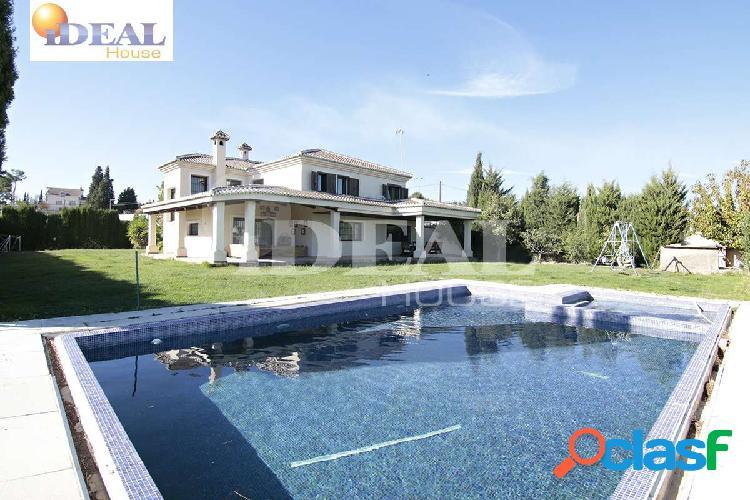 Ref: A1796. Espectacular casa en el campo de golf con 1200