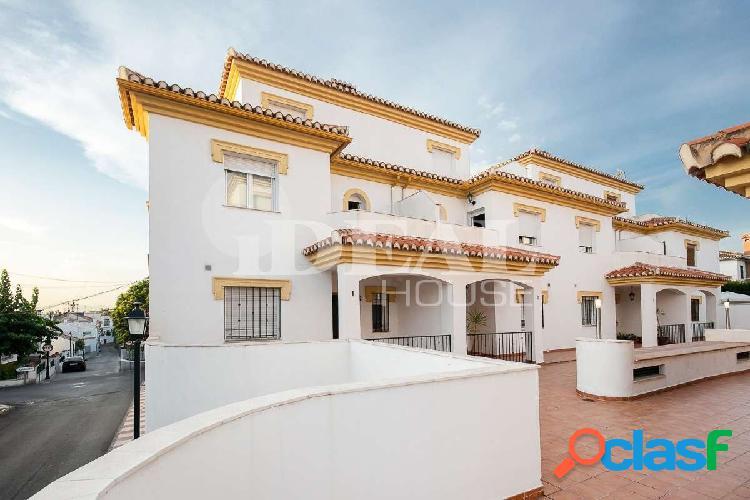 Ref: A3295J1 Casa pareada en Cájar haciendo esquina con 4