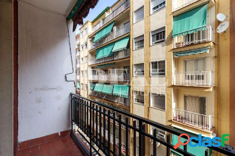 Ref: A3317J1 Piso en el barrio de Pajaritos. Ideal como