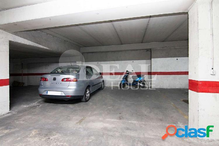 Ref: A3604V5 Garaje para coche grande frente Estación de