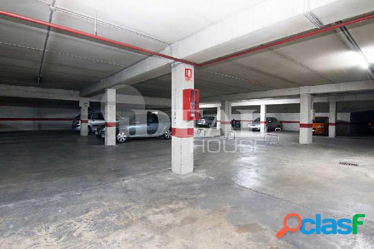 Ref: A3605J1. Plaza de Garaje para coche grande en