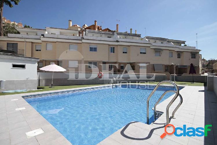 Ref: A3618V5. Magnifica Casa adosada en Granada, junto a