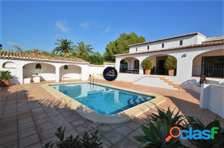 Reformada Villa de estilo Ibicenco en Parcela de 2.300 m2 en