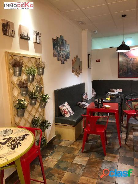 SE TRASPASA CAFETÉRIA EN PLENO FUNCIONAMIENTO