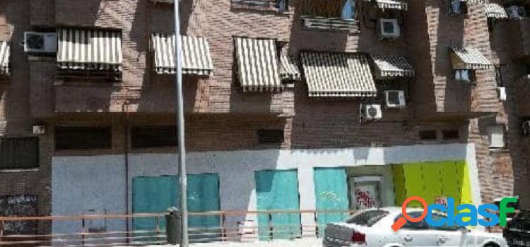 SE VENDE LOCAL COMERCIAL EN CONDE DE CASAL, MADRID CAPITAL.