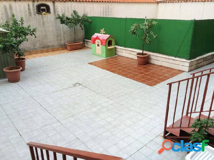 Se Vende Piso en Centro con PATIO de 93m2, con GARAJE y