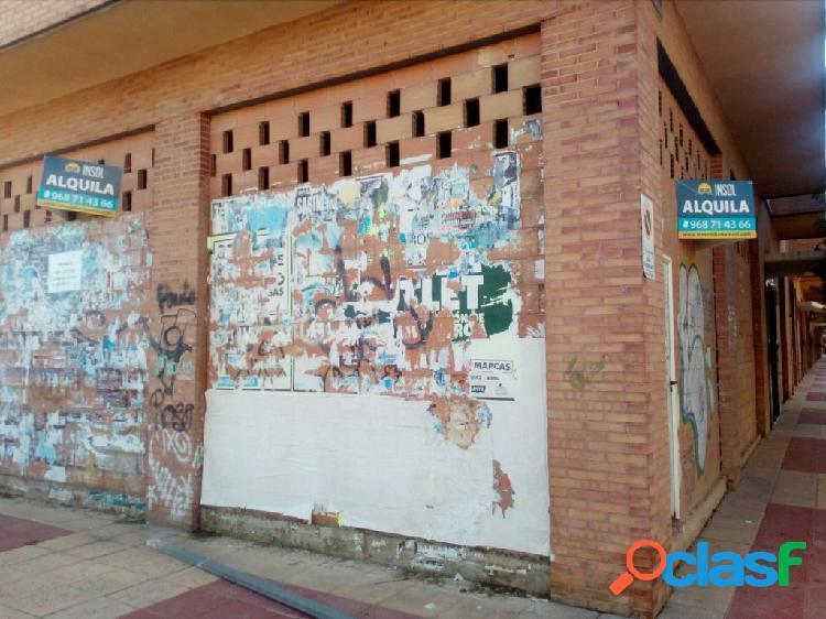 Se alquila local comercial en Murcia, en zona Avenida Ciudad