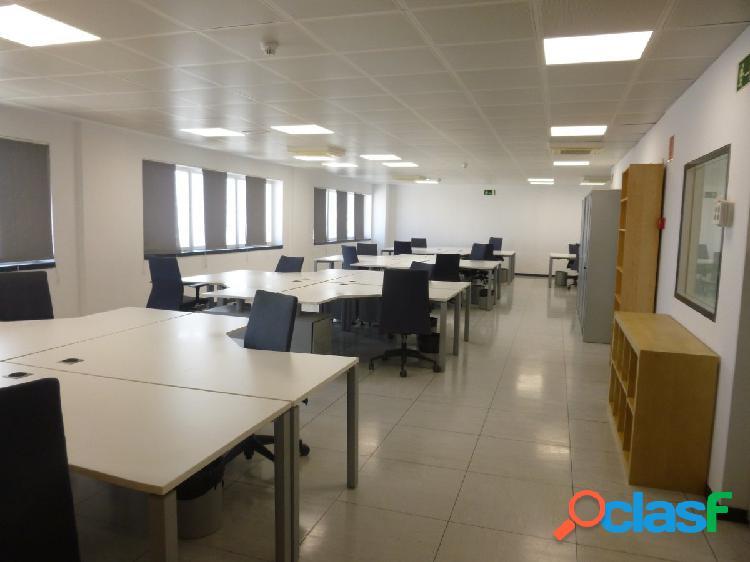 Se alquila oficina de 818 m2 en calle López de Hoyos, en