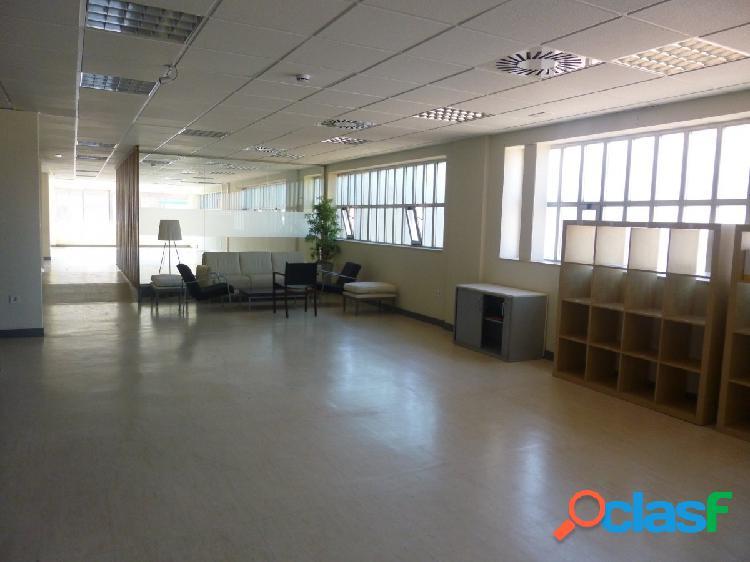 Se alquila oficina de 855 m2, calle López de Hoyos, en