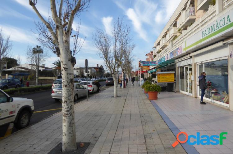 Se traspasa Local Comercial en la Avenida Jaime I, Santa
