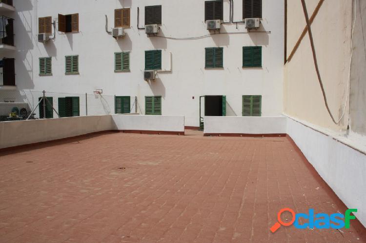 Se vende 1º piso con ascensor y gran terraza para reformar