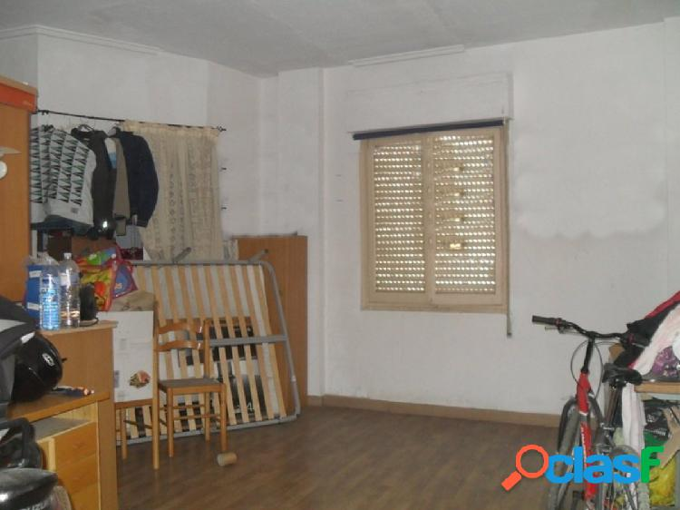 Se vende Local en zona Carrus (Elche)