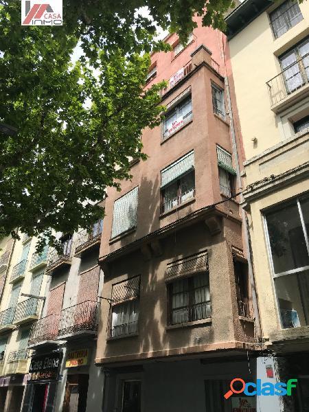 Se vende casa completa distribuida por apartamentos