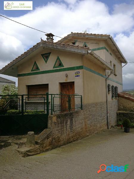 Se vende casa con terreno en LA PUEBLA DE ARGANZON (BURGOS).