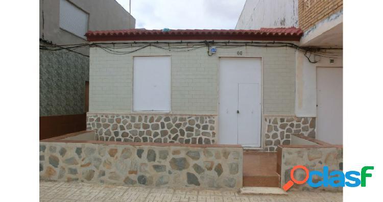 Se vende casa en planta baja en Los Nietos, 1ª línea de
