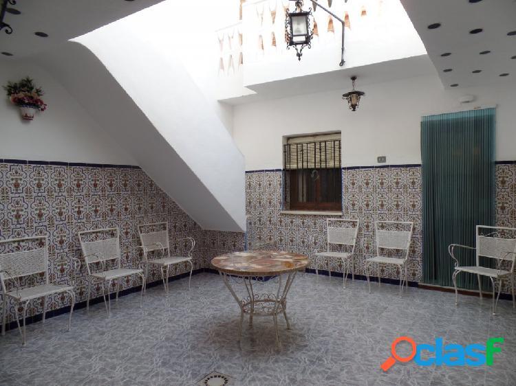 Se vende casa semireformada de 6 dormitorios en La