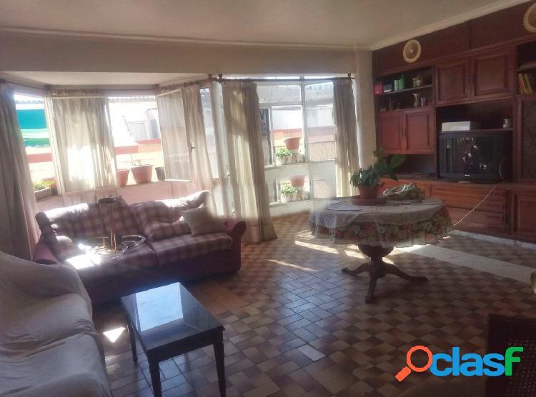 Se vende céntrico piso en Santa María de Gracia