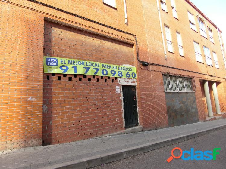 Se vende local comercial de 70 m2 en calle Carmen Montoya,