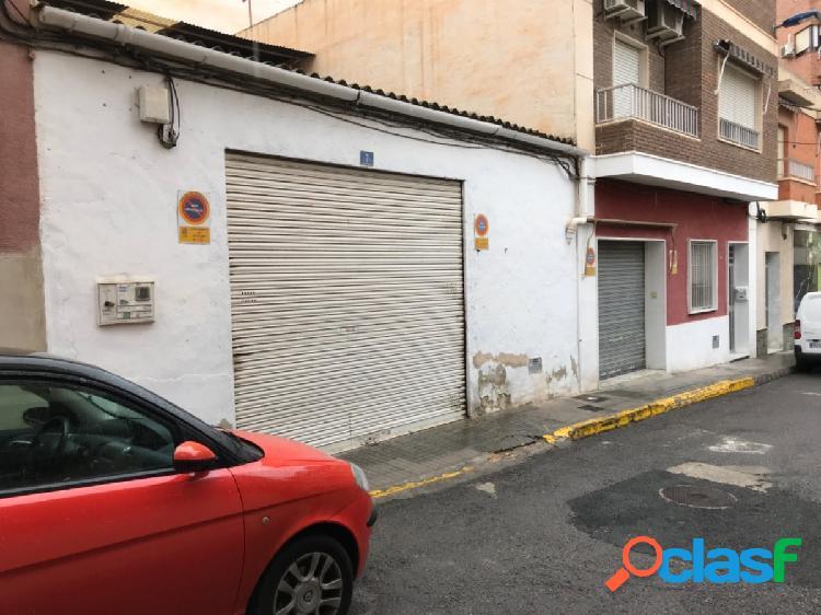 Se vende local-solar en la calle San Jaime