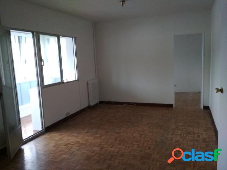 Se vende luminoso piso con muchas posibilidades en Orvina
