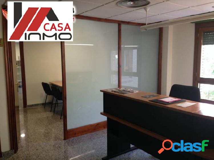 Se vende oficina semi nueva zona Pase Del Coso en Barbastro.