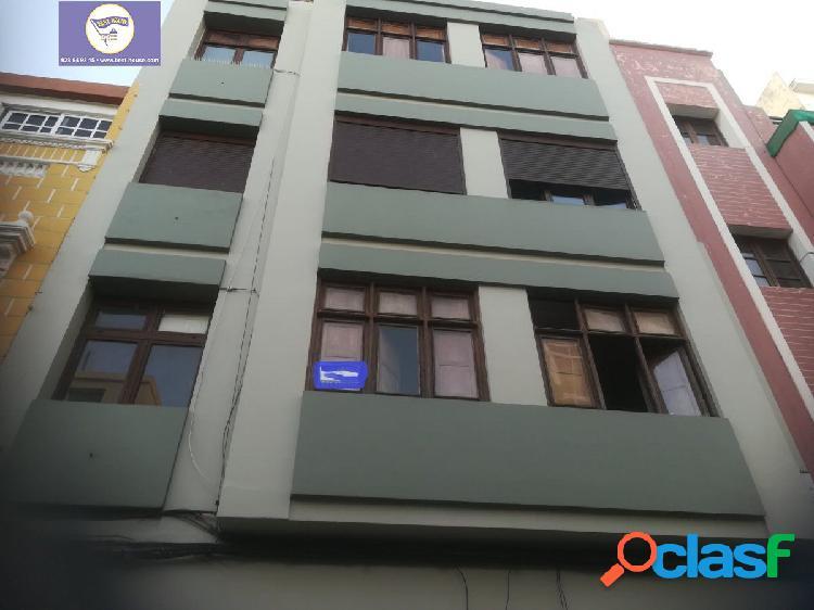 Se vende piso a reformar en la zona de las Alcaravaneras