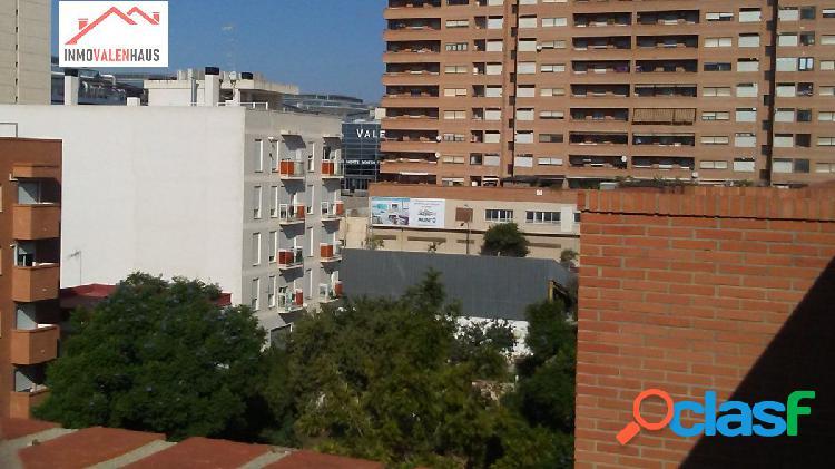 Se vende piso con terraza de 7 metros en Benimamet(Valencia)