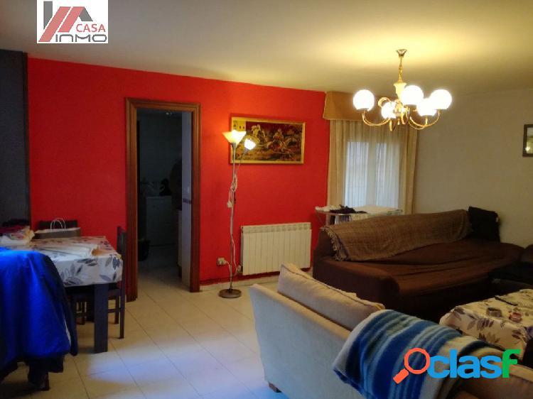 Se vende piso de 3 habitaciones, situado en el centro de