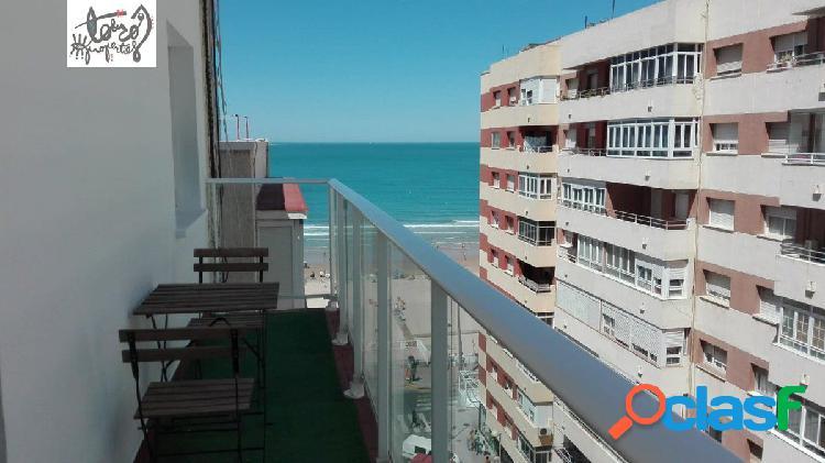 Se vende piso en paseo marítimo con vistas al mar