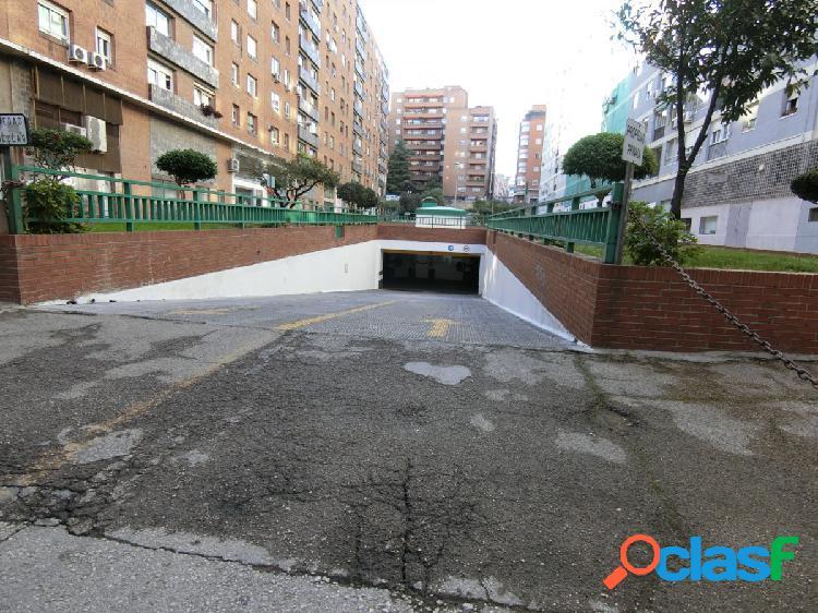 Se vende plaza de garaje amplia en zona de Azca