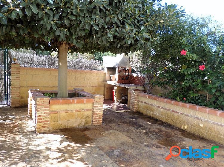 Se vende precioso bungalow amueblado en urbanización en