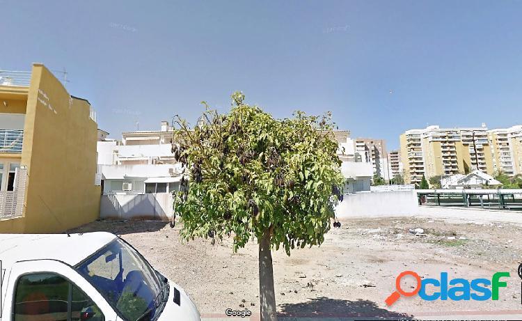 Se vende solar urbano en la playa de Canet.